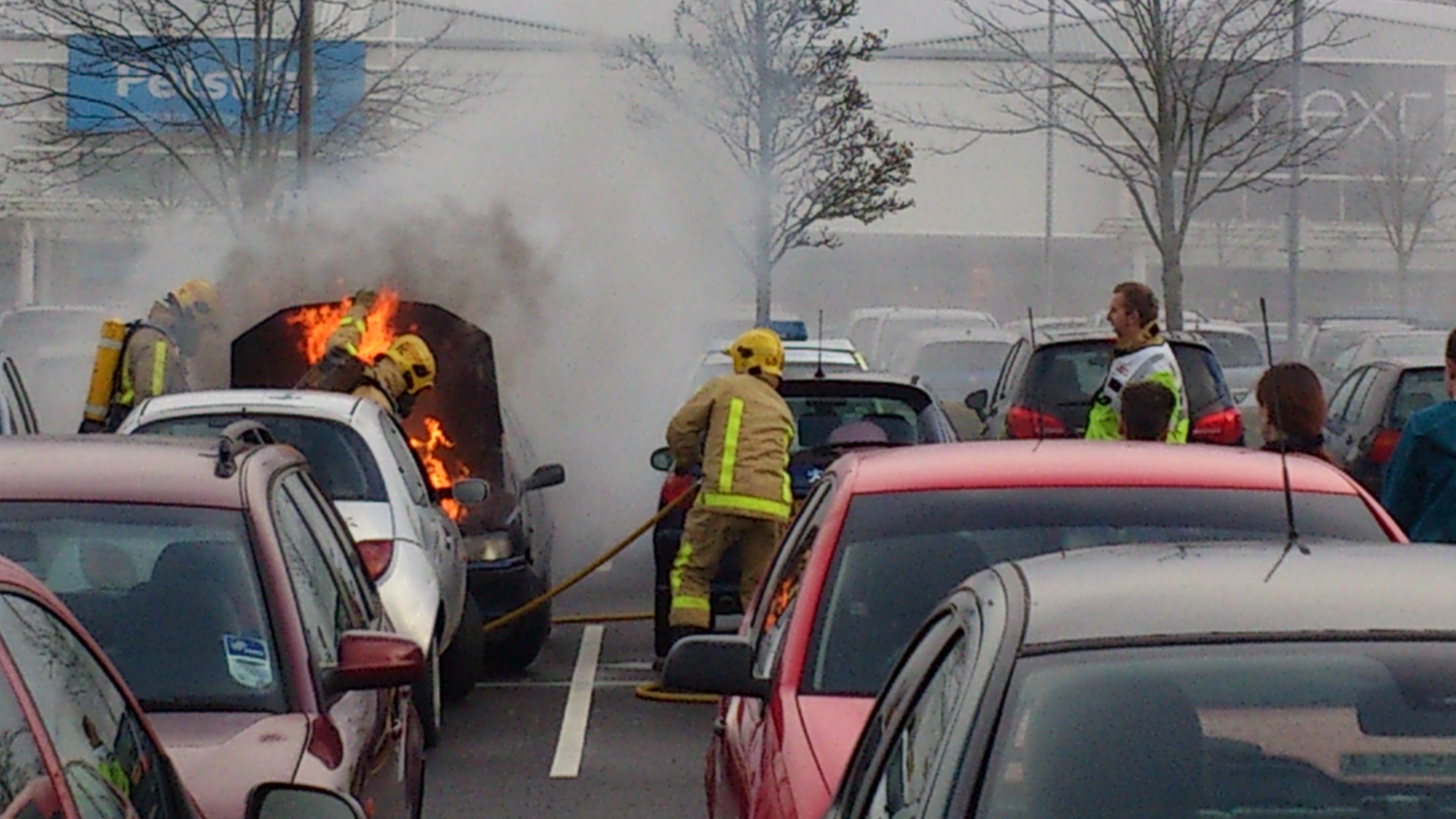 car on fire at forge retail park telford wonko 39 s world. Black Bedroom Furniture Sets. Home Design Ideas